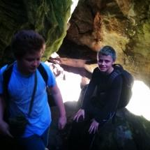 Vor dem Höhleneingang